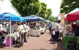 高根沢町・駅の前のマーケット